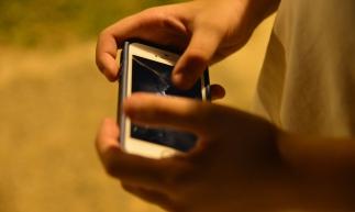 Com o aumento do uso da internet por adolescentes o compartilhamento de fotos íntimas  se tornou um perigo para muitos jovens que não medem os riscos dessa exposição