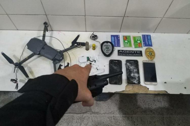 Dentro do drone, os agentes penitenciários encontraram celulares e uma câmera