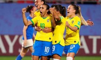Marta tornou-se a maior artilheira da história das Copas do Mundo, com 17 gols.