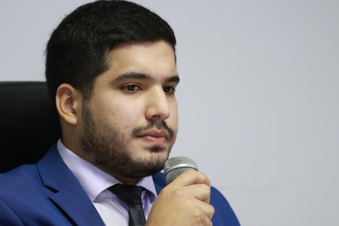 ANDRÉ Fernandes concedeu coletiva na AL-CE para mostrar sua versão das denúncias apresentadas contra Nezinho Farias (Foto: Tatiana Fortes)