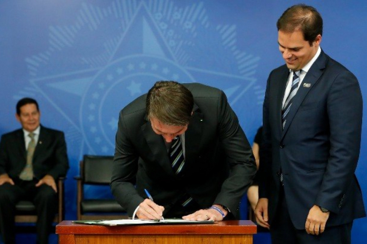 Presidente assinou medida provisória 881 no fim de abril. MP previsa ser votada pelo Congresso antes de expirar em 120 dias.