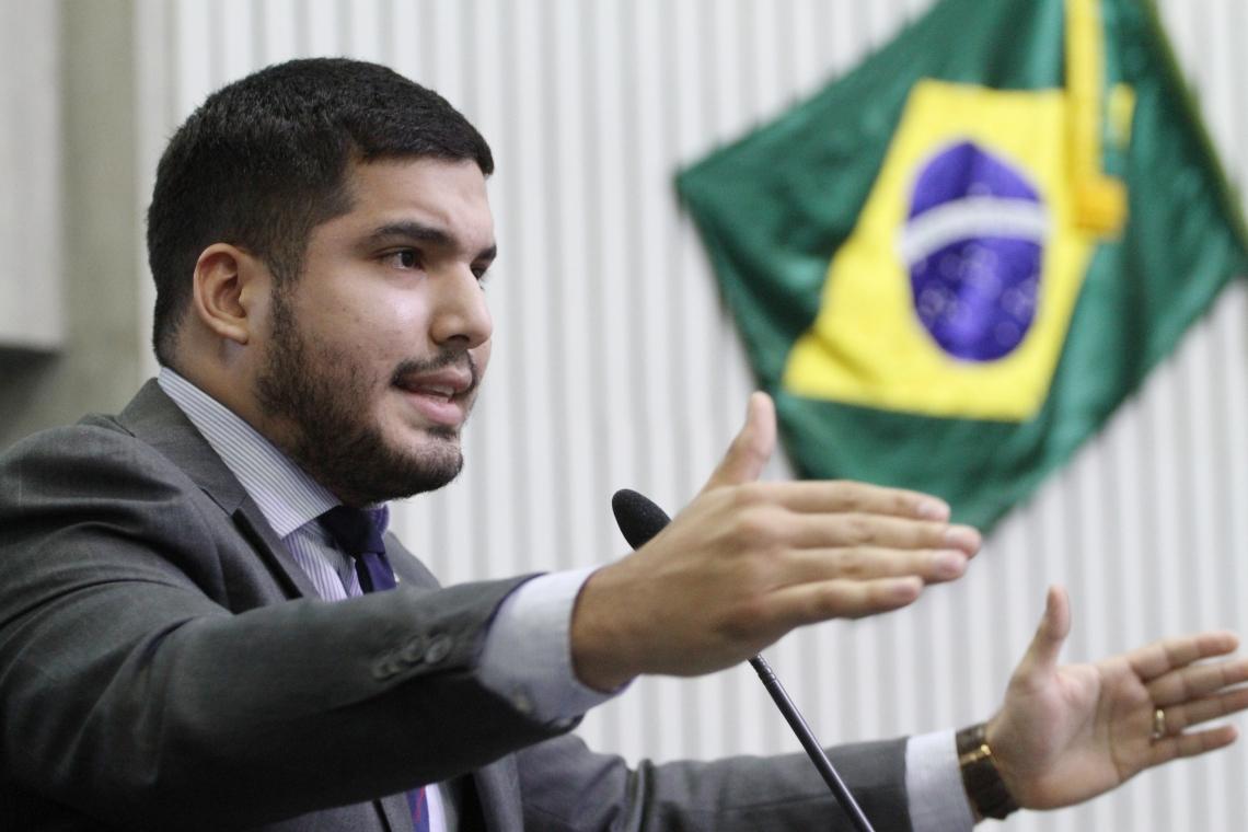 André Fernandes acusou colegas de terem relações com facções criminosas