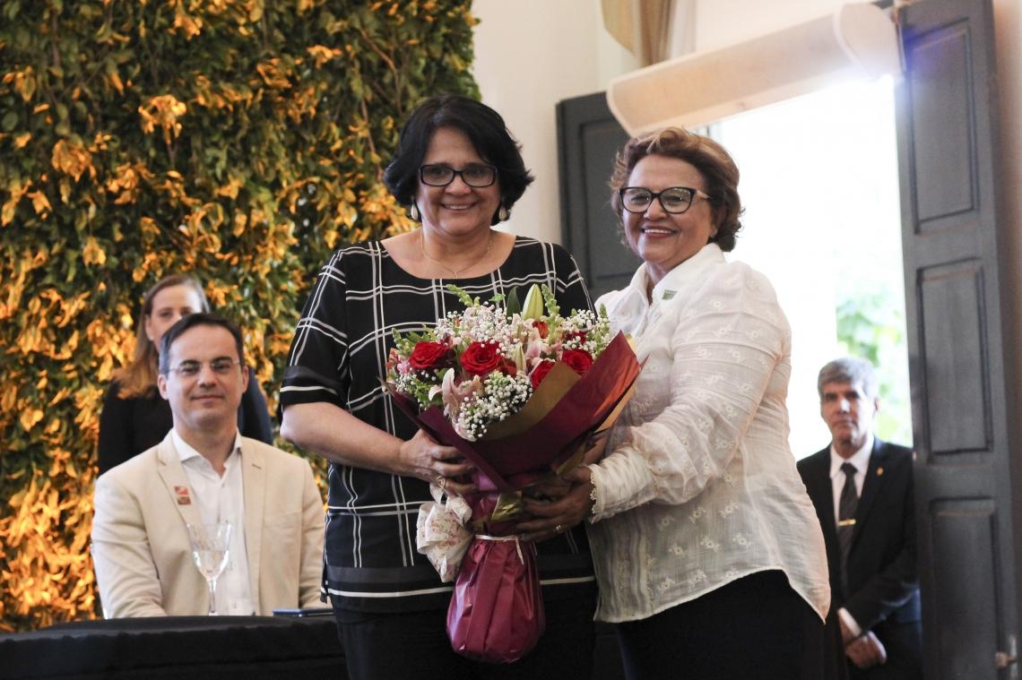 MINISTRA Damares aproveitou passagem por Fortaleza para representar Michelle Bolsonaro em solenidade