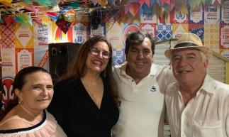 Paulo Aragão, aniversariante, com Odete, Ivana e João Mendonça, cearenses por adoção