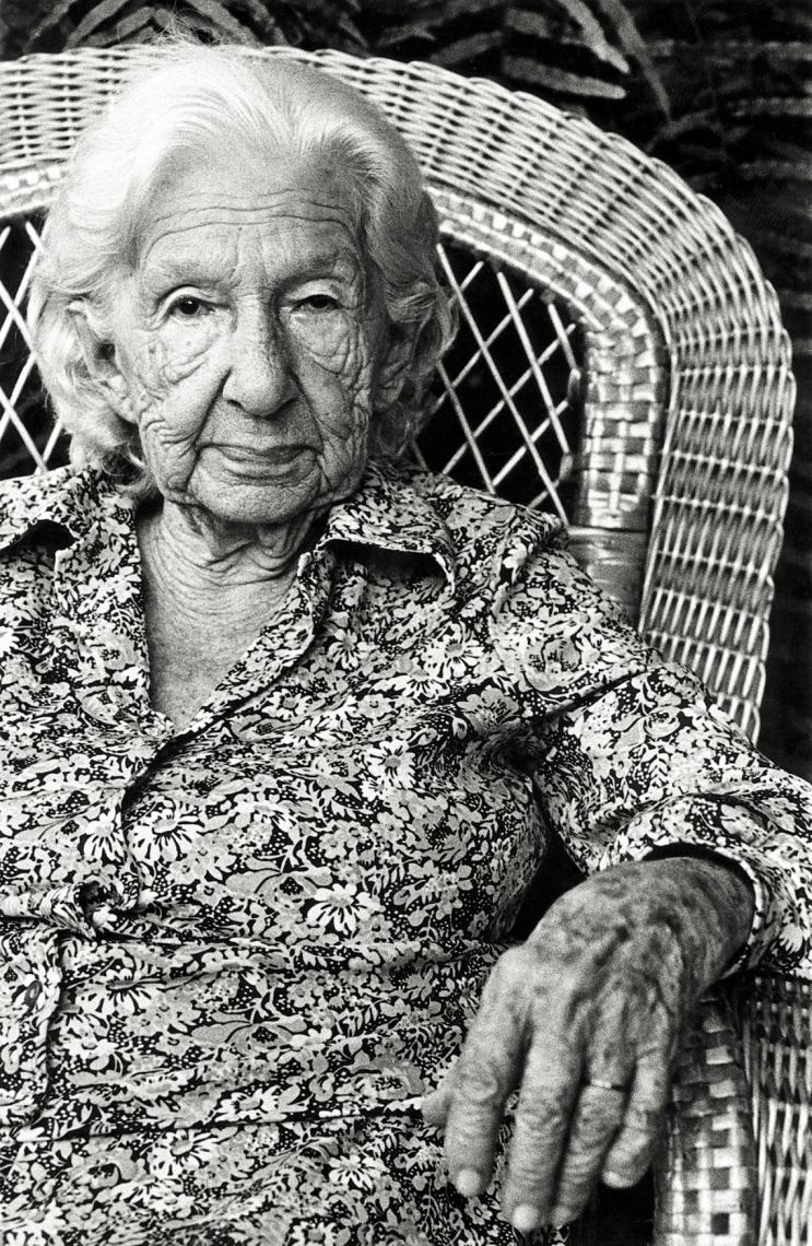Cora Coralina ganhou notoriedade aos 90 anos depois de ser citada por Carlos Drummond de Andrade