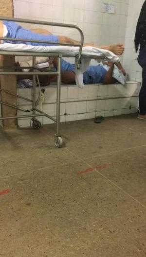 Pacientes aguardam em bancos no Frotinha da Messejana