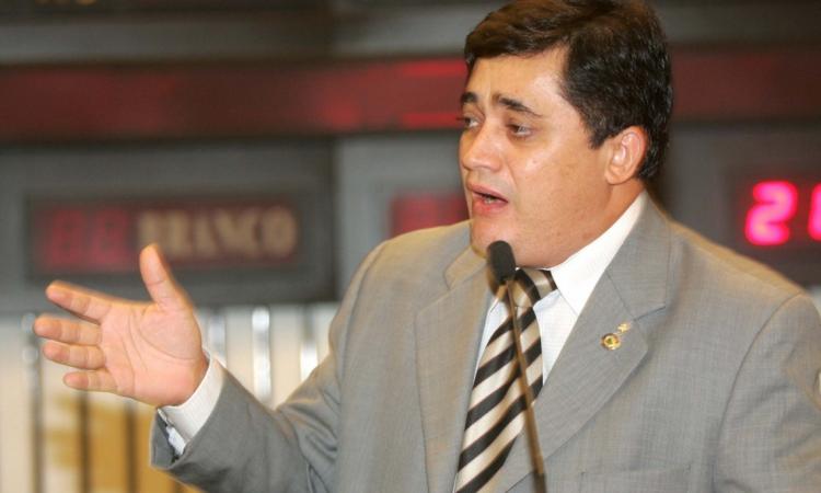 Deputado estadual José Guimarães respondeu a processo de cassação na AL-CE em 2005