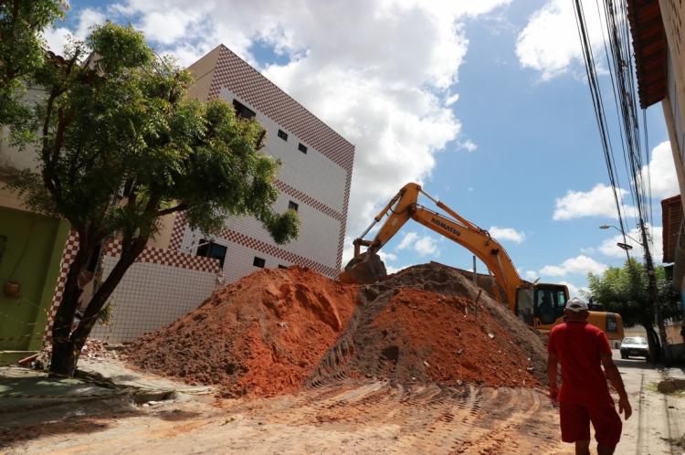 Demolição do prédio da Maraponga