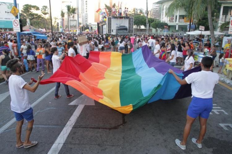 Parada pela Diversidade Sexual de Fortaleza acontece tradicionalmente na avenida Beira Mar