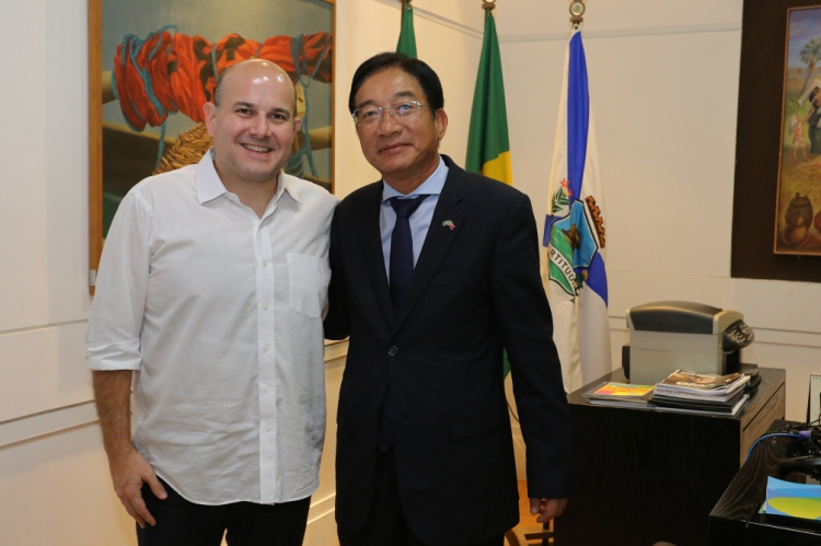 O Prefeito e o embaixador trocaram detalhes sobre a diversidade cultural e gastronômica dos dois países, focando também em estratégias para aproximá-las, como por exemplo, pelo intercâmbio de congregações.