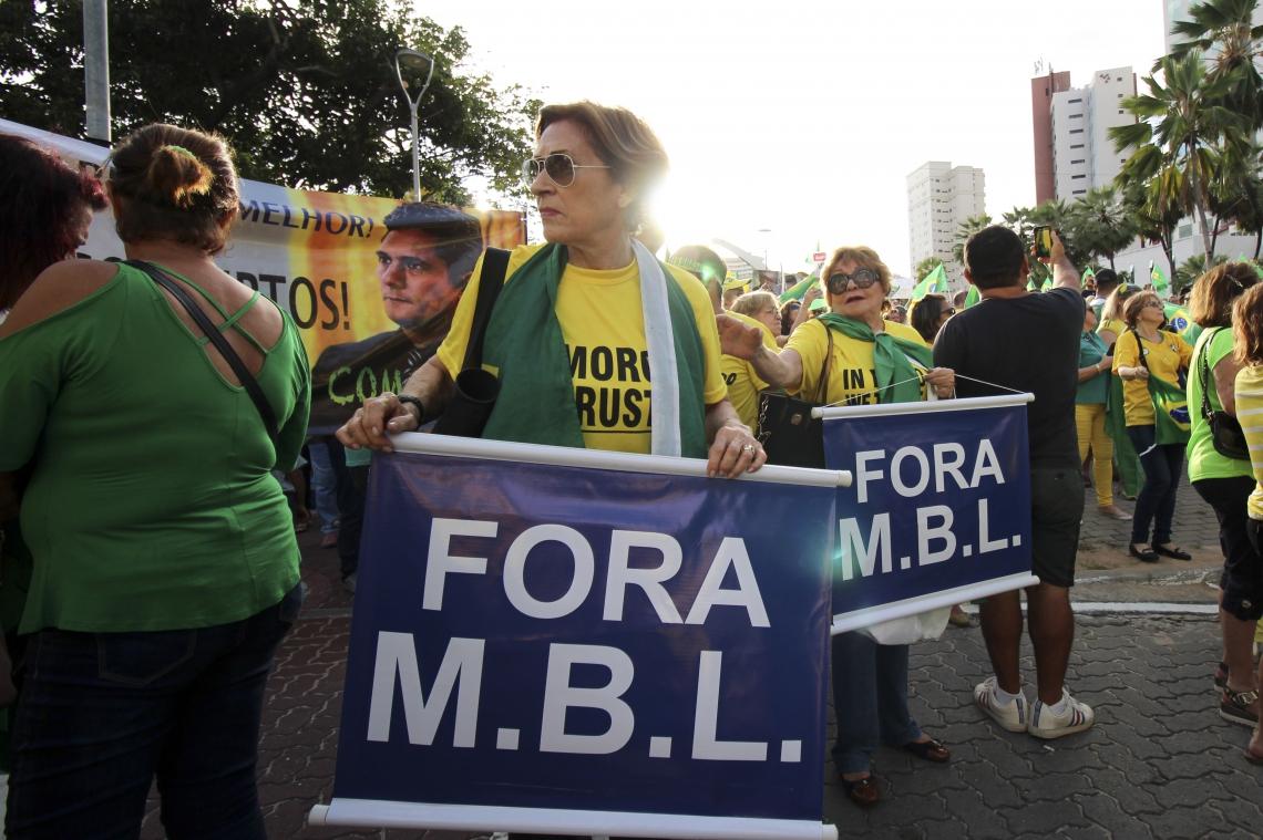 MANIFESTANTES do Endireita Fortaleza levaram faixa