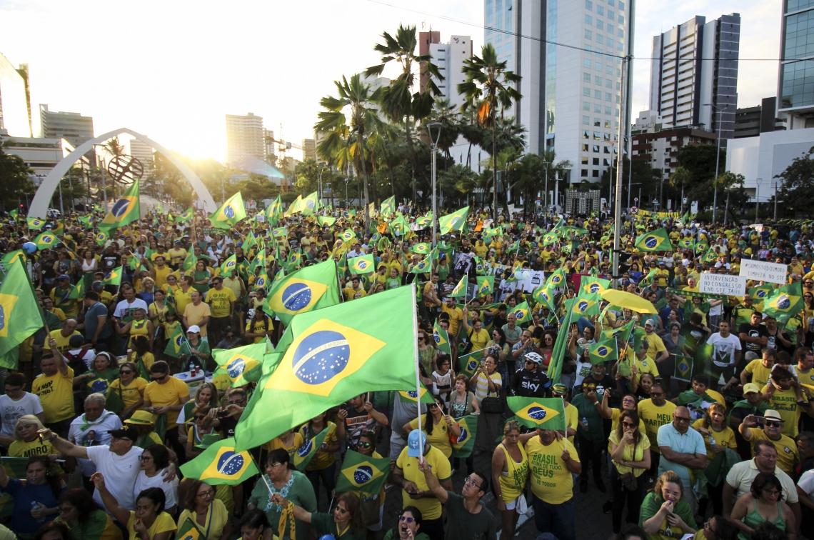 FORTALEZA, CE, BRASIL. 30-06-2019: Manifestação pró-Bolsonaro na Praça Portugal (Fotos: Deísa Garcêz/Especial para O Povo)