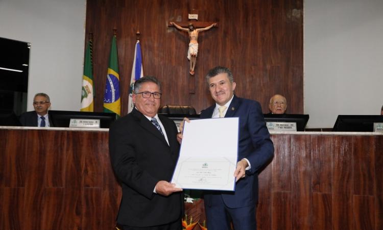 Empresário Nilo Maia foi homenageado, pela Câmara Municipal de Fortaleza, com o título de Cidadão de Fortaleza. A solenidade foi proposta pelo presidente da Casa, vereador Antonio Henrique (PDT), e reuniu representantes de vários segmentos, em especial do comércio de materiais de construção no Estado.