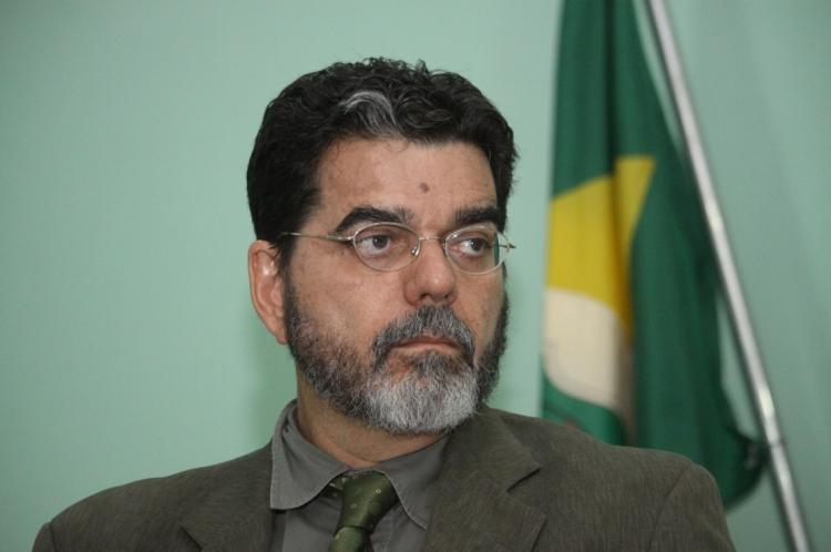 Advogado João Alfredo Telles, ex-deputado federal e professor de Direito Ambiental da Uni7 (Foto: Mauri Melo/O POVO)