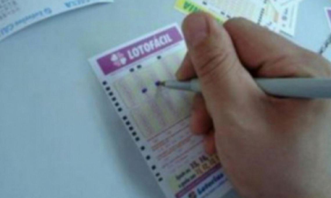 O sorteio da Lotofácil Concurso 1834 ocorreu na noite de hoje, segunda-feira, 1 de julho (01/07). Confira resultado