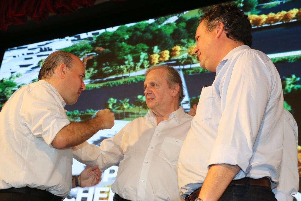 SAMUEL Dias (à dir.) apresentou evento de divulgação do pacote de obras que contou com a presença do senador Tasso Jereissati