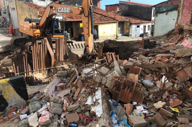 Duplex foi engolido em 14 de junho por cratera no bairro Pirambu, em Fortaleza