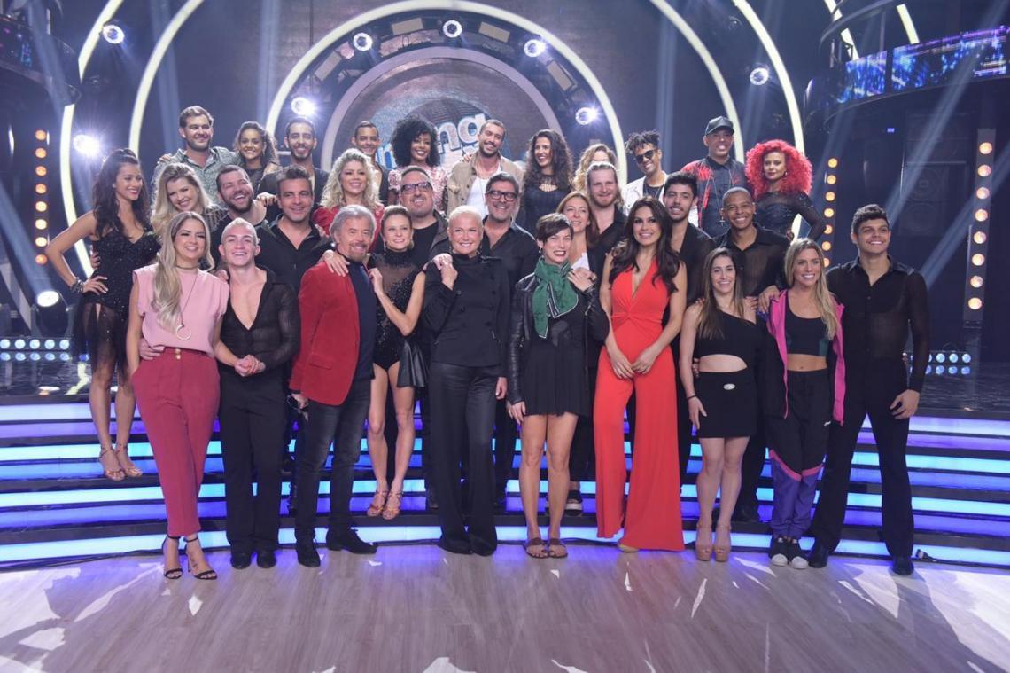 Xuxa e os participantes da quinta temporada de Dancing Brasil