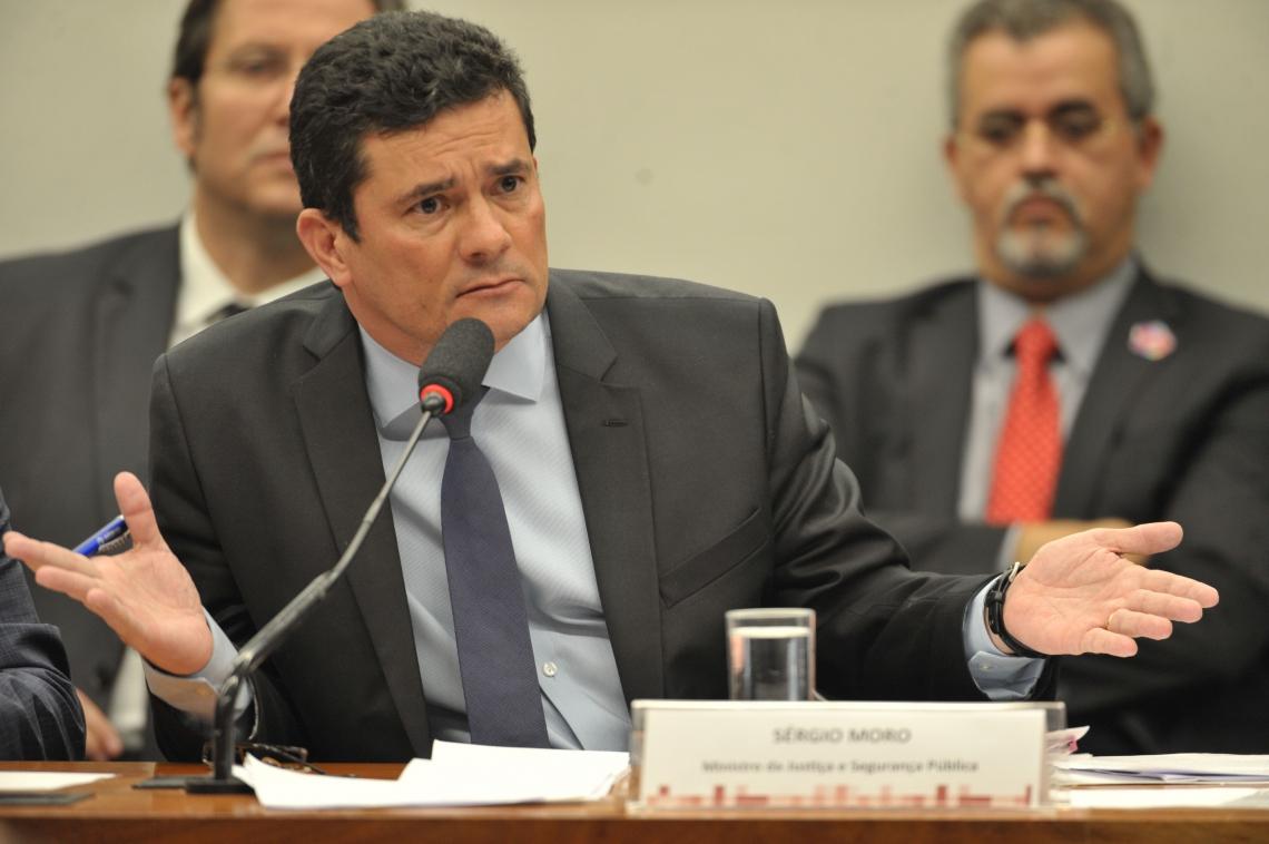 O ministro ficou cerca de oito horas prestando esclarecimentos aos deputados sobre os supostos diálogos com procuradores