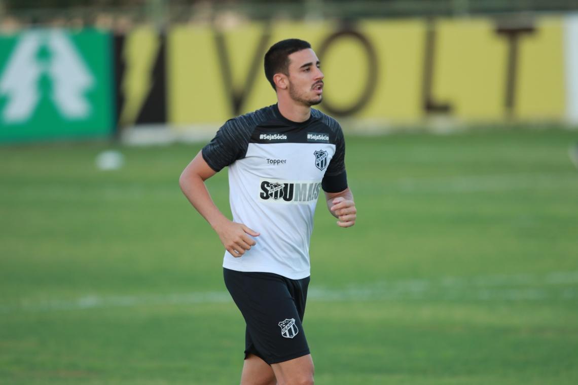 Thiago Galhardo vem treinando firme com o restante do elenco, em Porangabuçu.