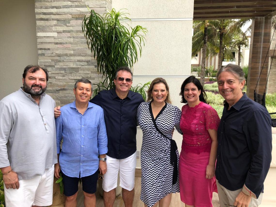 No almoço de sábado: Washington Dutra, Anastácio Marinho, Ricardo Bezerra, Joice Hasselmann, Luciana Bezerra e Afrânio Barreira.