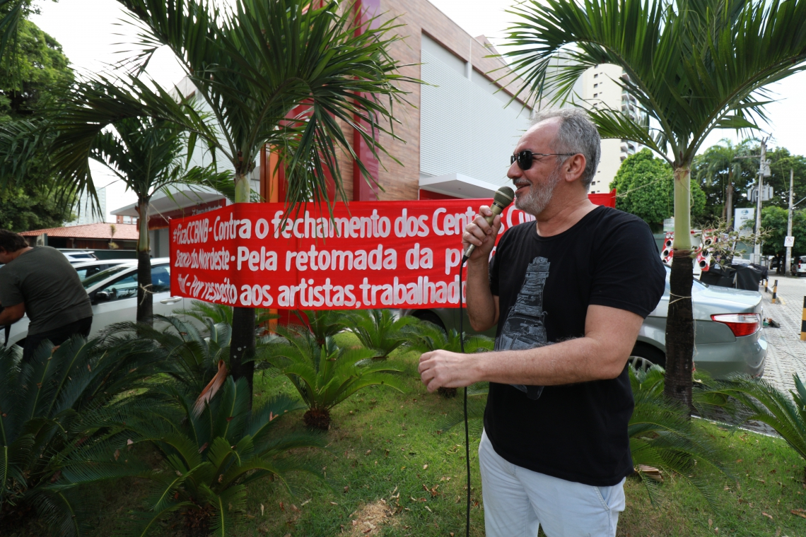 Mimi Rocha, músico. Artistas e produtores culturais se manifestam pedindo a continuidade dos centros culturais Banco do Nordeste, na sede do banco localizado na av. Santos Dumont