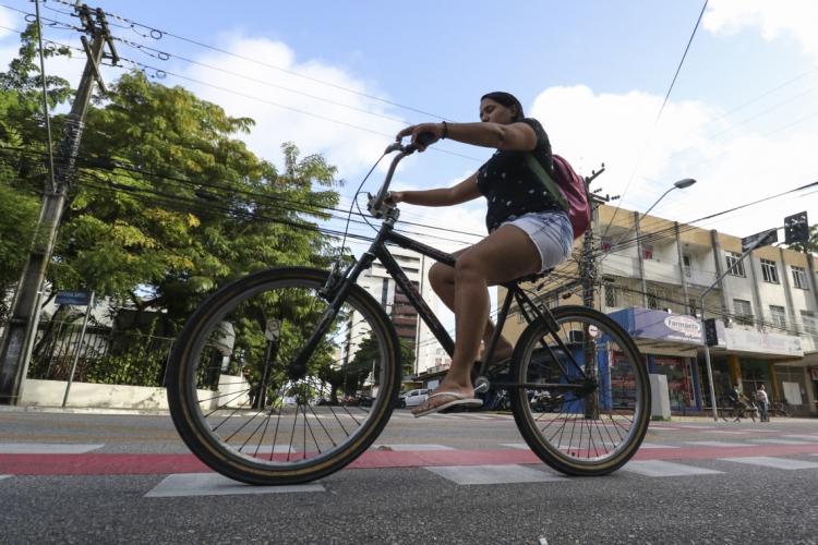 Em 2012, Fortaleza contava com 68 quilômetros de infraestrutura cicloviária. (Foto: Alex Gomes/ Especial para O POVO)