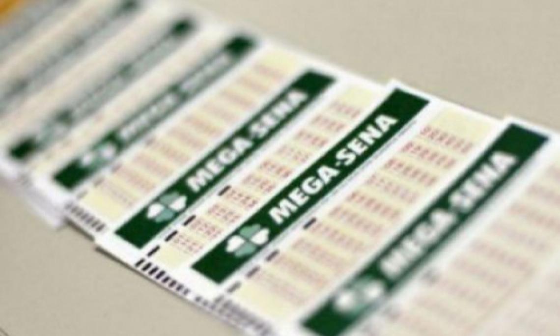 O sorteio da Mega Sena Concurso 2165 ocorreu na noite de hoje, quarta-feira, 3 de julho (03/07). Confira resultado
