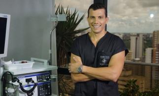 Helmut Poti em sua clínica Digestive Center, no Complexo São Mateus