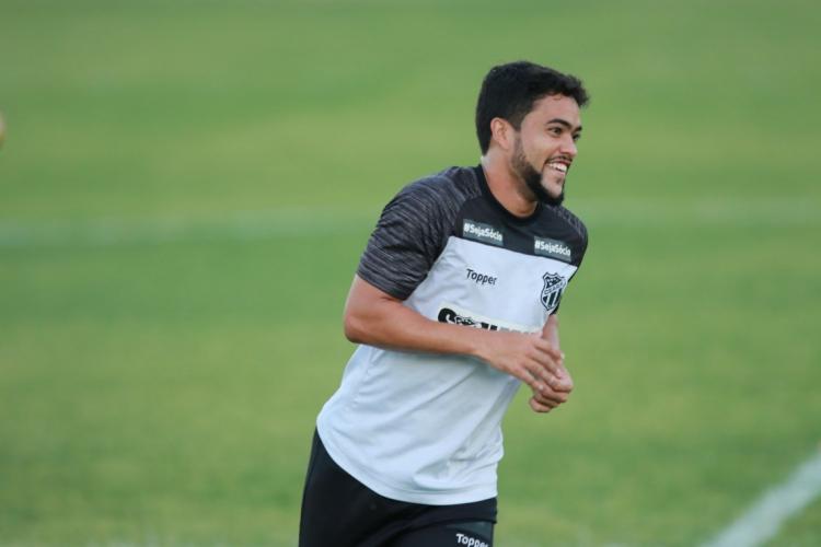 Felipe Baxola saiu machucado no Clássico-Rei e foi poupado do treino de reapresentação (Foto: AURELIO ALVES)