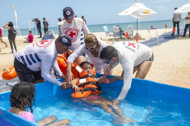 Ações do projeto Praia Acessível que acontece na Praia de Iracema e no Cumbuco