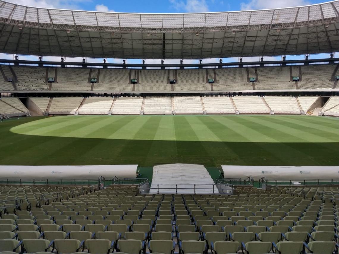 Foto recente do Castelão mostra um gramado com condições bem melhores que antes do fechamento