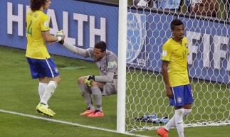 David Luiz apoia Julio Cesar no jogo contra Alemanha