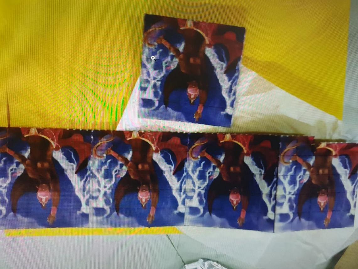 Alguns dos 150 micropontos de substância análoga a LSD encontradas pela Polícia Federal.
