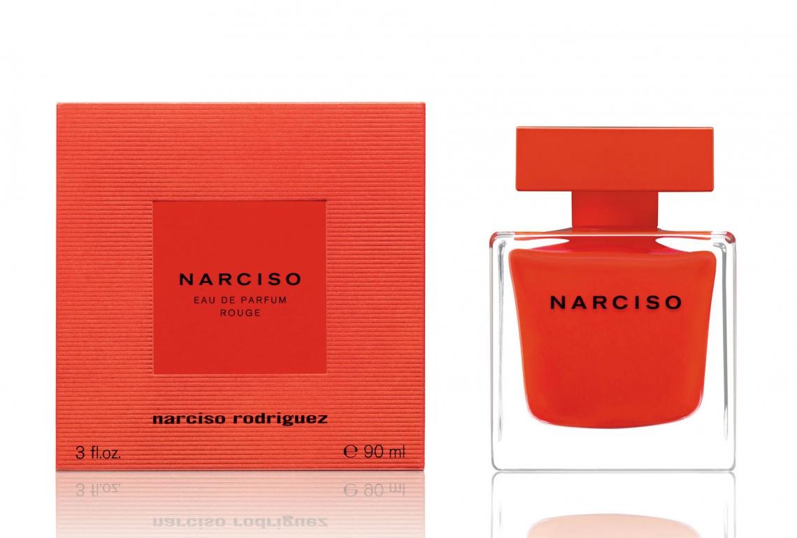 Rouge (R$ 702 / 50ml), de Narciso Rodriguez Vestido em um vermelho profundo e singular do frasco, o perfume tem no coração o almíscar. Além do buquê floral de rosas búlgaras e íris.
