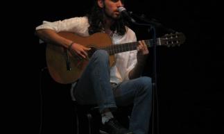Cantor e compositor Fabrício da Rocha