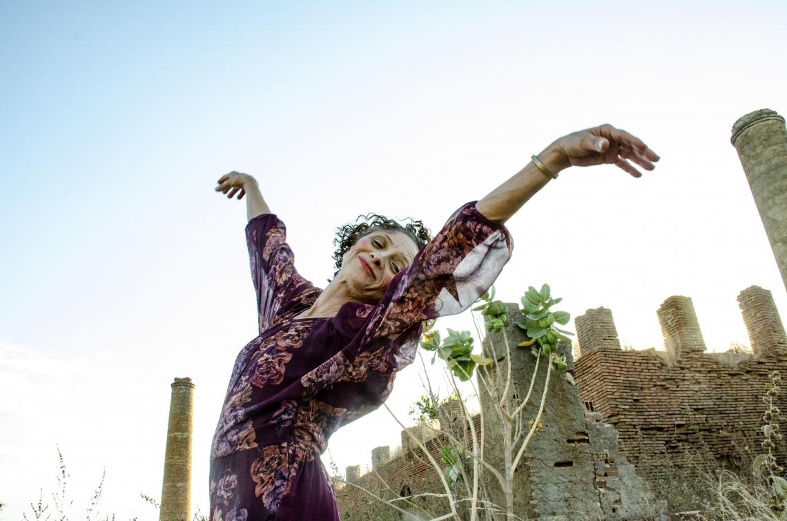 Marcélia Cartaxo interpreta Pacarrete, personagem do interior do Ceará retratada em filme de Allan Deberton