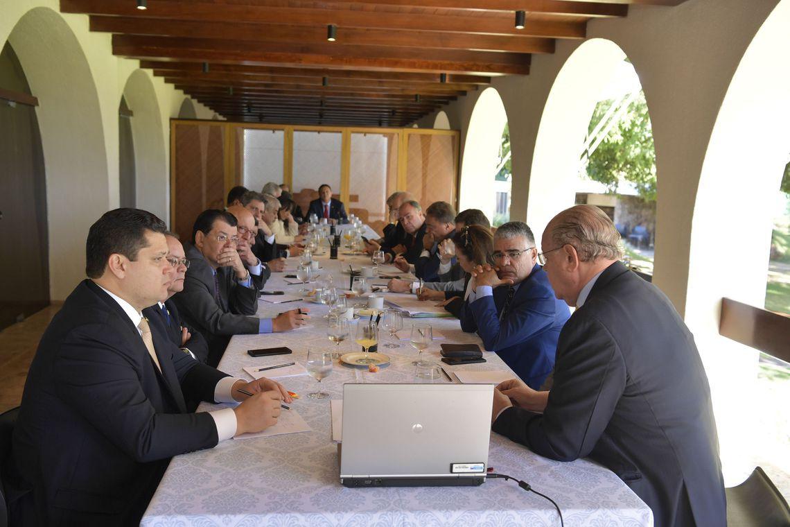 ALCOLUMBRE reuniu outros 18 senadores  na residência oficial da presidência da Casa em café da manhã para tratar do tema