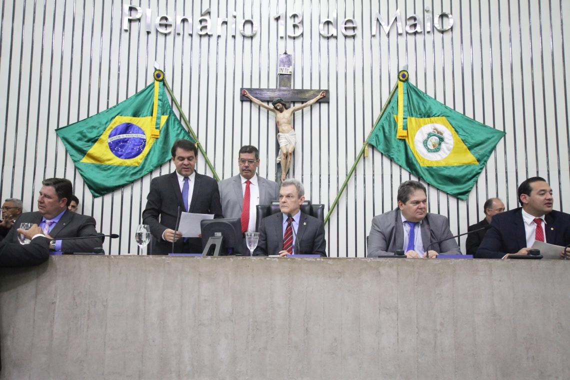 PARLAMENTARES devem acelerar diversas propostas hoje para votar a LDO ainda amanhã