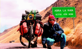 Sobre duas rodas, o artista fez uma viagem cruzando 16 países da América Latina durante dois anos.
