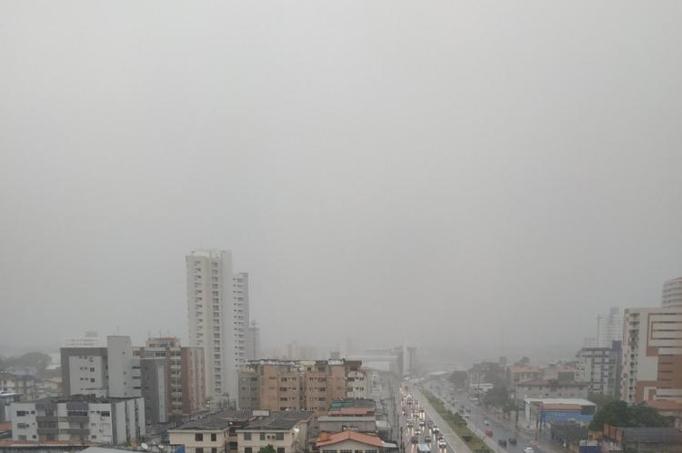 Fortaleza amanheceu com chuvas