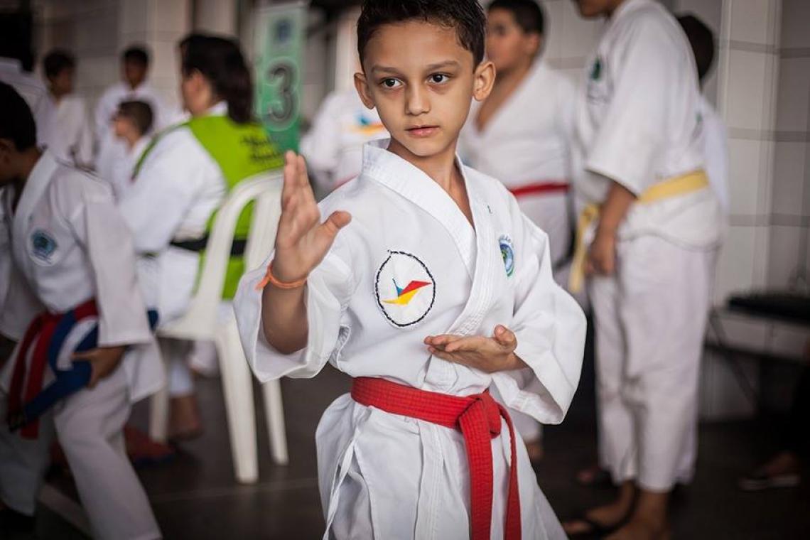Christian, de 9 anos, espera ter longa carreira no caratê