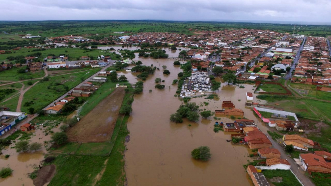 Cidade ficou inundada na Bahia
