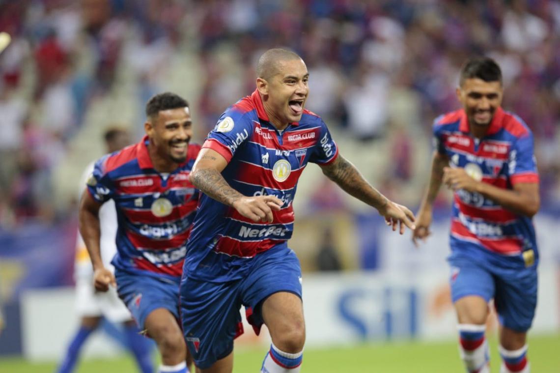 Wellington Paulista foi o nome do jogo, com dois gols.
