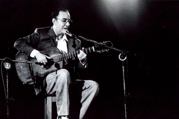 O cantor, compositor e músico João Gilberto, conhecido como pai da Bossa Nova, completaria 90 anos em junho. (Foto: Adenor Gondin/Governo do Estado da Bahia)