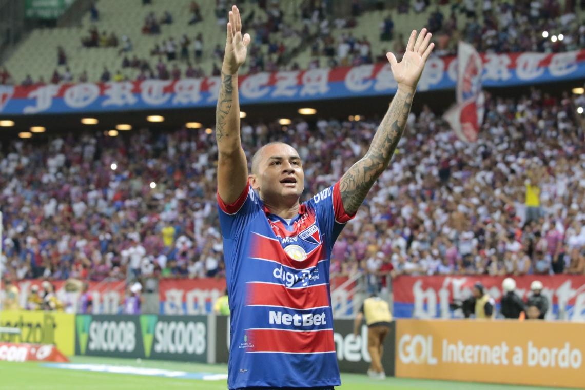 Wellington Paulista foi o autor dos dois gols do Fortaleza contra o Avai, no Castelão.