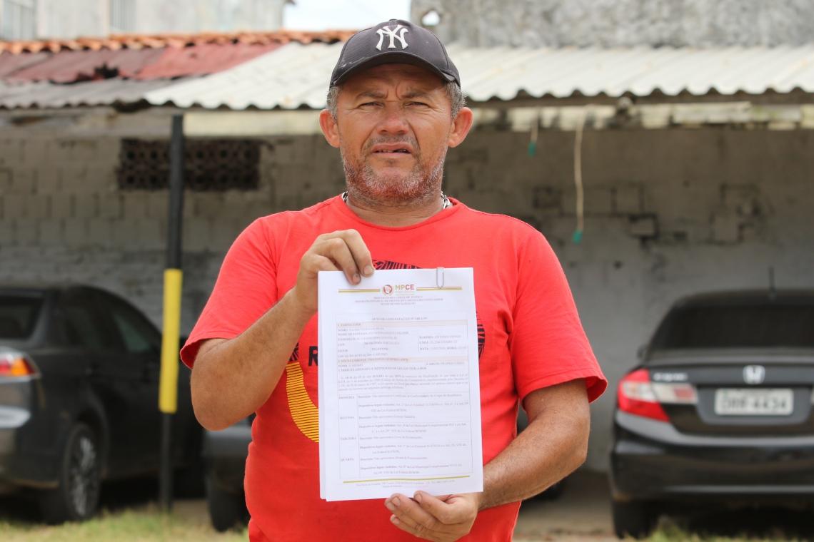 FORTALEZA, CE, BRASIL, 16.07.2019: Valmir Vieira da Silva, 40 , dono de estacionamento, reclama das exigências feitas.