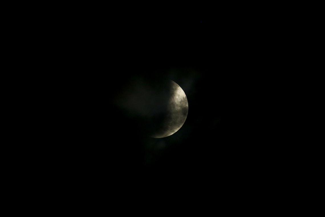 Eclipse Lunar visto do cruzamento da avenida Aguanambi com Domingos Olímpio.