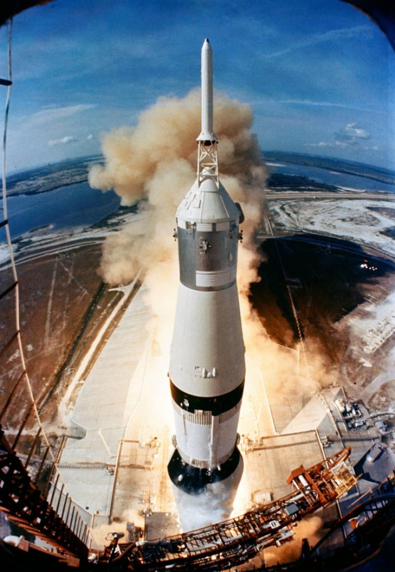 A Apollo 11 foi a primeira missão de pouso lunar dos Estados Unidos