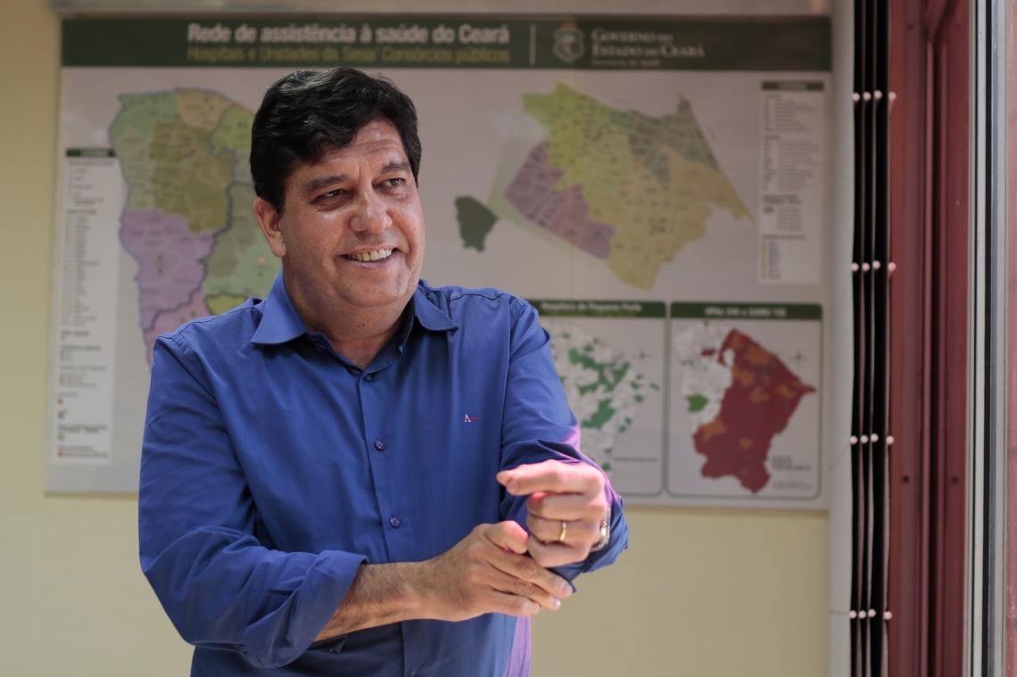 FORTALEZA,CE,BRASIL,18.07.2019: Carlos Roberto Martins Rodrigues Sobrinho, conhecido como Doutor Cabeto, médico cardiologista que responde pela Secretaria de Saúde do Ceará (Sesa-CE), para o Aguanambi 282. (fotos: Tatiana Fortes/ O POVO)